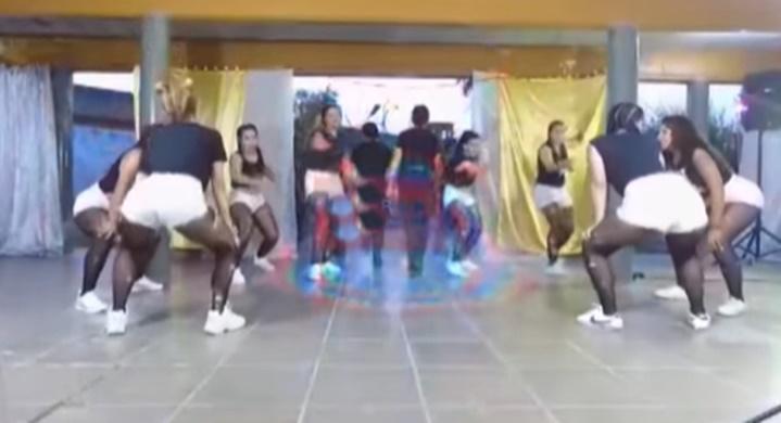Escándalo en el penal de Los Hornos por un video en el que las presas bailan con las oficiales