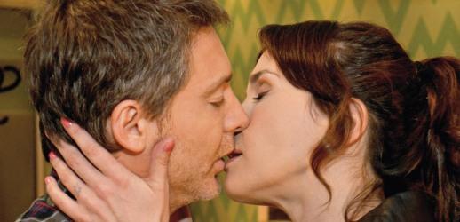 El beso de Natalia Oreiro y Adrián Suar.