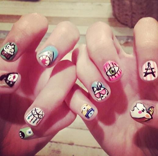Una modelo muy fan del 'Nail art' - Looks - REVISTA PRONTO - www ...