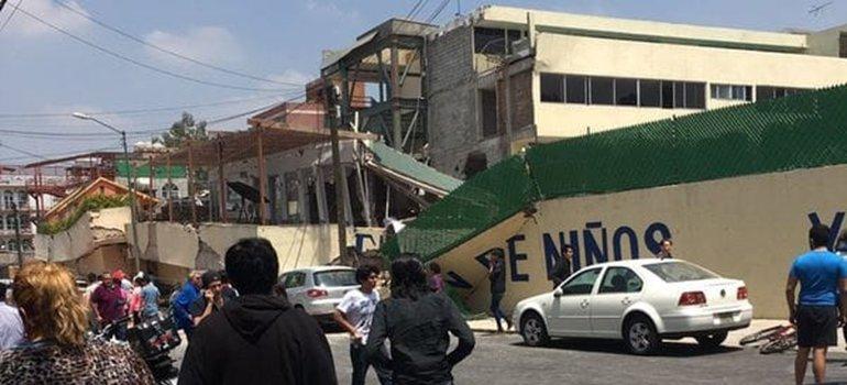 Terrible colaps un colegio en m xico y hay ni os atrapados for Colegio bolivar y freud