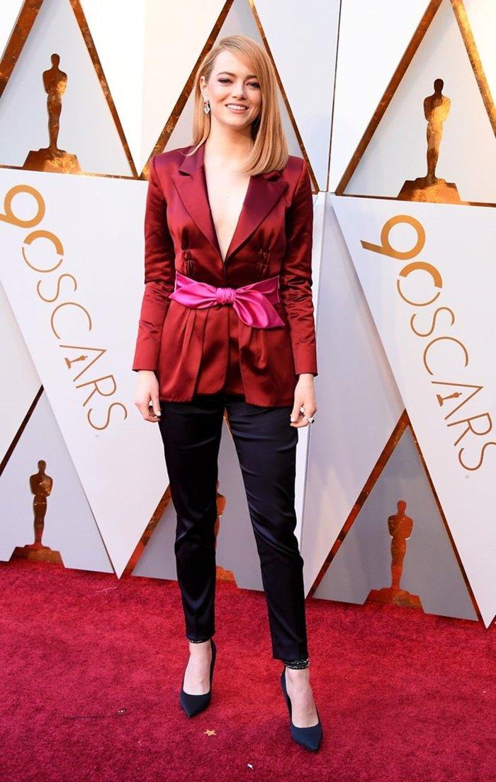 Emma-Stone-Louis-Vuitton-Trouser-Suit-Oscars-2018
