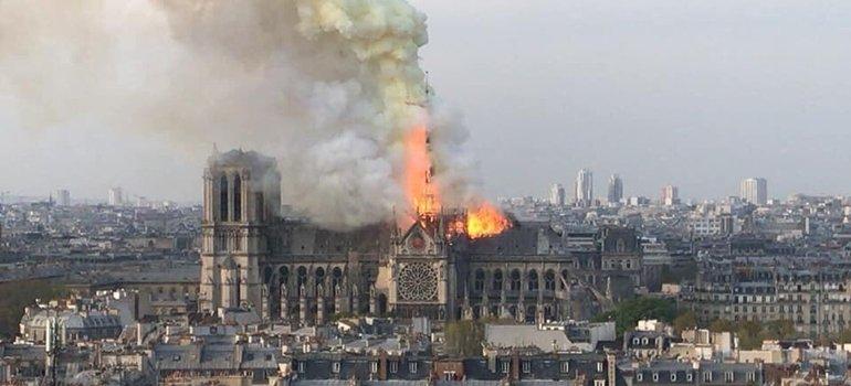 Se incendió la histórica catedral de Notre Dame