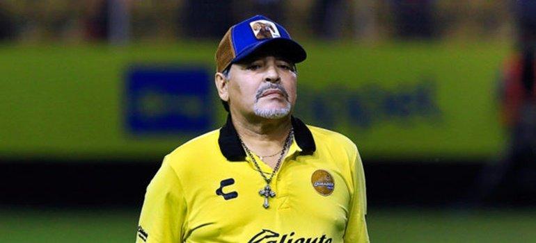 Diego Maradona llegó al país y desmintió haber estado detenido