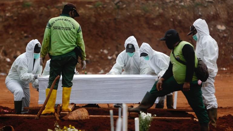 El que no usa mascarillas debe cavar tumbas — Indonesia y coronavirus